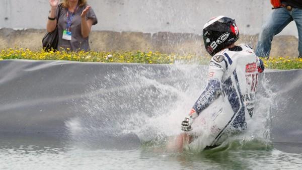 Perayaan-perayaan di Jerez: Main Boling, <i>Nyemplung</i> Kolam, Masuk Toilet