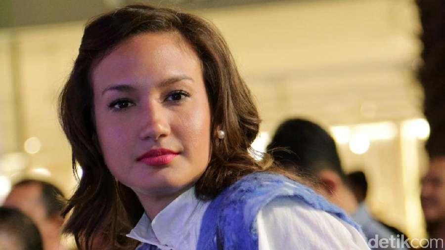 Bibir Merah Merona Nadine Chandrawinata
