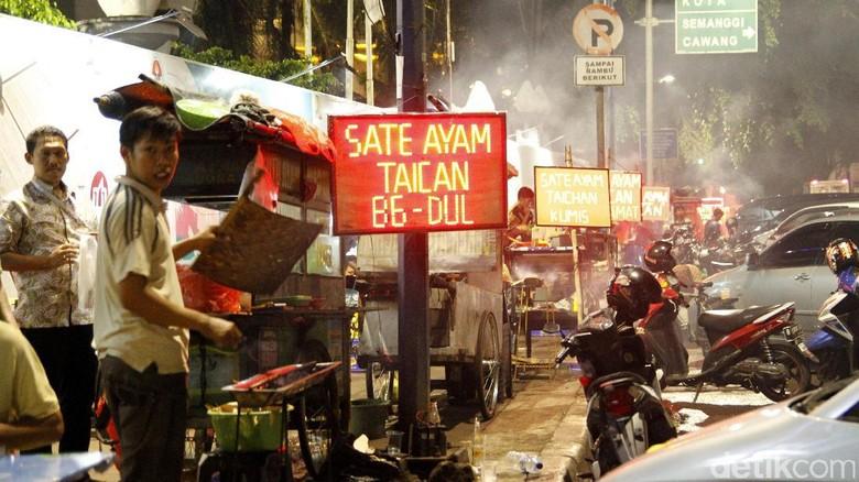 Nikmati Malam dengan Jajanan Asyik Sate Taichan