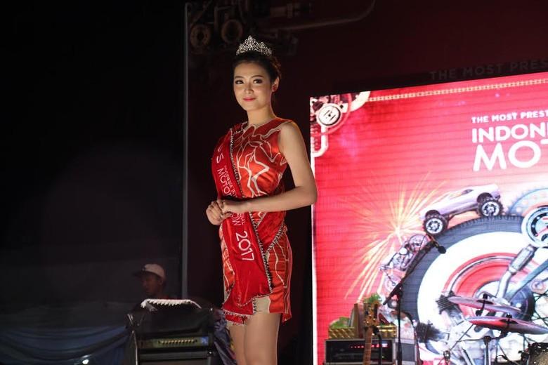 Cerita Miss Motor Show yang Suka Kendarai Skutik Bongsor