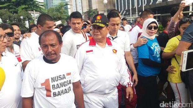 Prabowo, Fadli Zon dan Eko pejalan kaki dari Madiun di Senayan, Jakpus