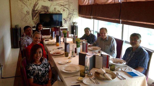 Rauli Virtanen dalam jamuan makan siang bersama sejumlah wartawan Indonesia, Rabu (3/5/2017).