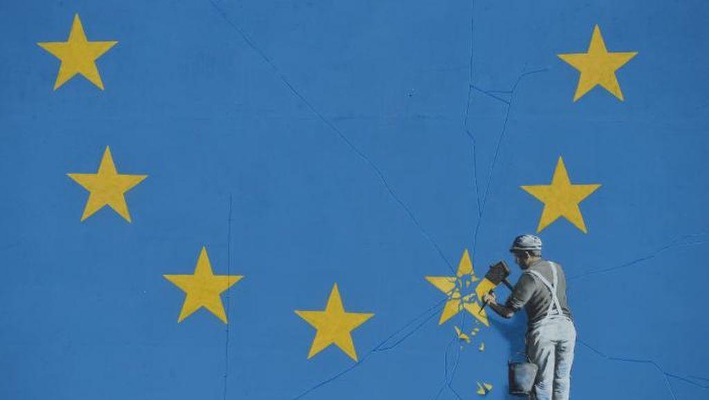 Viral di Sosmed! Banksy Muncul dengan Mural Brexit
