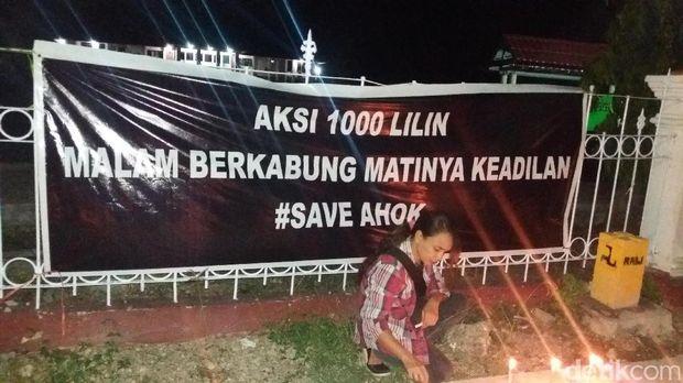 Warga Kupang, NTT gelar aksi lilin dan doa bersama untuk Ahok.