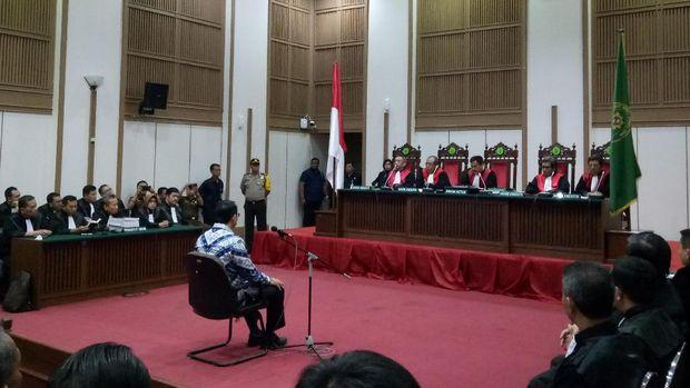 Ketua PN Jakut yang juga hakim ketua sidang perkara Ahok, Dwiarso Budi Santiarto memberikan keterangan kepada wartawan, Rabu (17/5/2017)