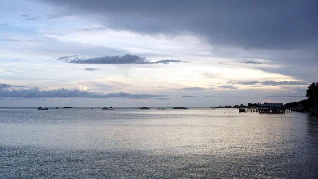 Hilangkan Bete dan Sedih di Pantai Pohon Cinta Pohuwato