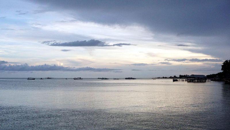 Pantai Pohon Cinta adalah pantai yang jadi ikonnya Kota Pohuwato, Provinsi Gorontalo. Pantai ini punya pemandangan sunset yang menarik (Wahyu/detikTravel)