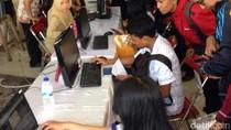 Risma Janji Tekan Angka Pengangguran di Surabaya