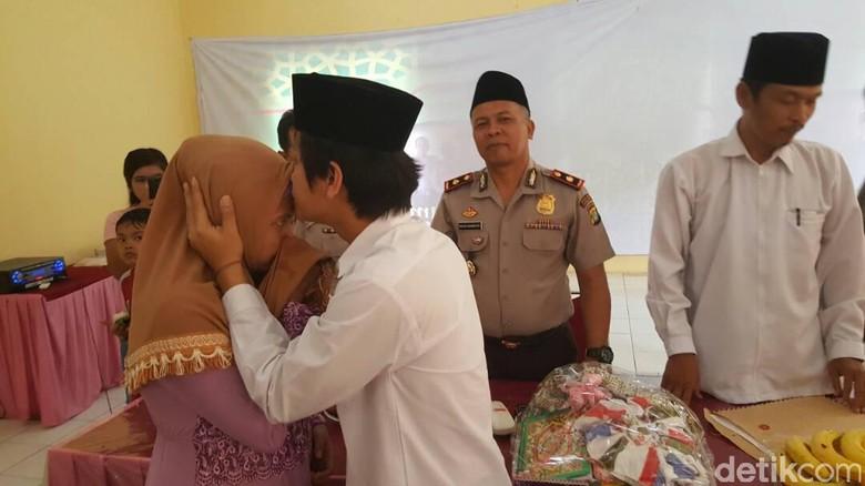 Suasana Haru Pernikahan Tahanan di Sel Polsek Kelapa Dua Tangsel