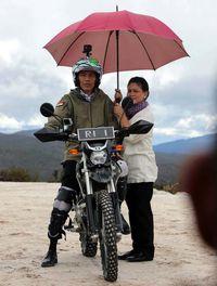 Jokowi saat naik motor trail