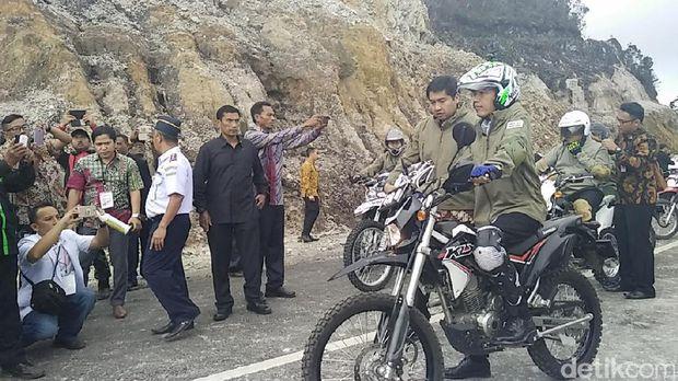 Presiden Jokowi menyusuri Trans Papua dengan motor trail