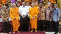 Menko Luhut Hadiri Perayaan Waisak di Wihara Ekayana Arama