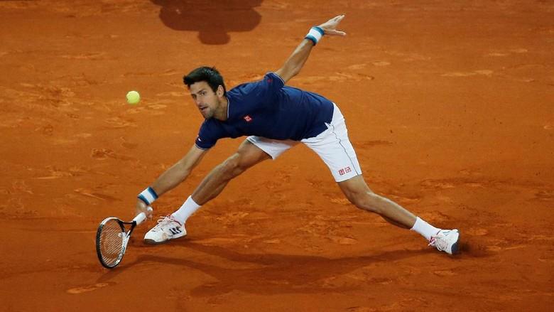 Djokovic Maju ke Perempatfinal, Murray Angkat Koper