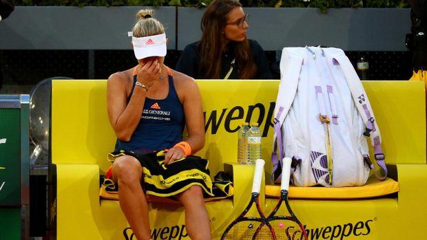 Kerber Mundur, Bouchard ke Perempatfinal