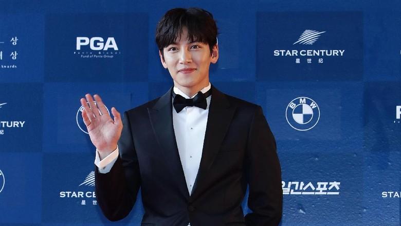 Tampil di Drama Komedi Suspicious Partner, Ji Chang Wook Lebih Kalem