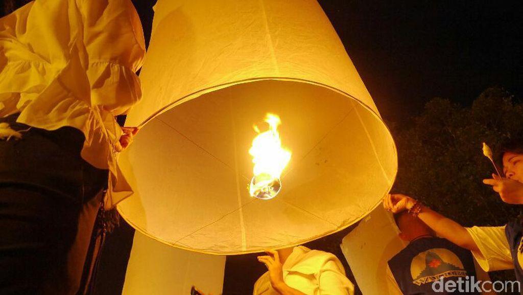 Bagaimana Cara Menerbangkan Lampion Perayaan Waisak?