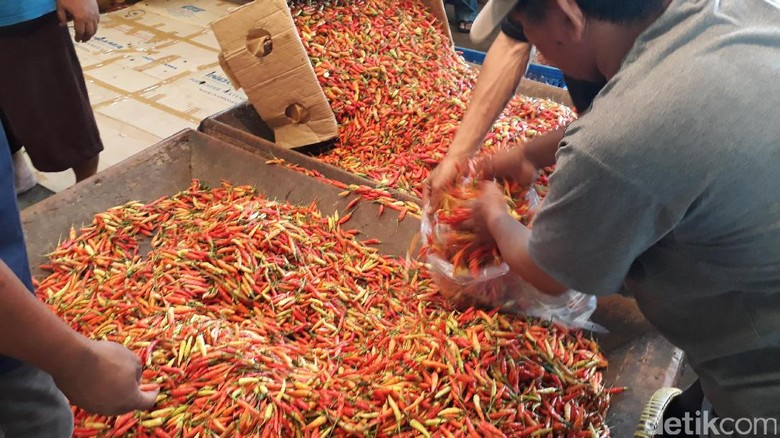 Harga Cabai di Pasar Induk Kramat Jati Turun, Ini Daftarnya