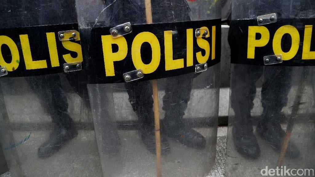 Tak Terima Ditilang, Pengemudi Mobil Lindas Kaki Polisi