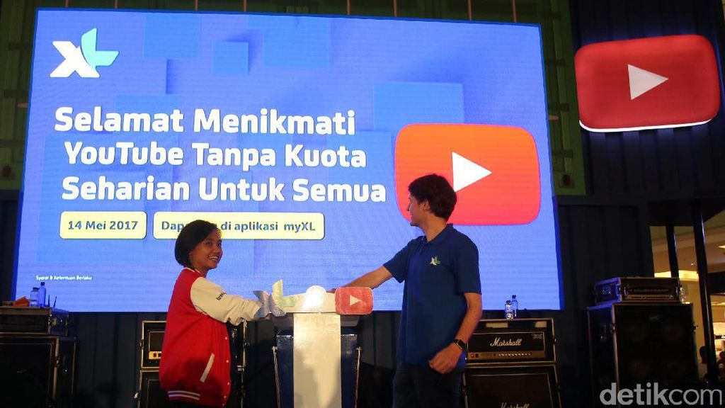 Rekor MURI untuk XL-Youtube Break The Box