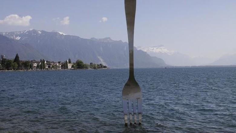 Foto: Garpu raksasa di Swiss (alimentarium/Instagram)