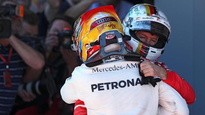 Hamilton Puas Menangi Duel Liar dengan Vettel