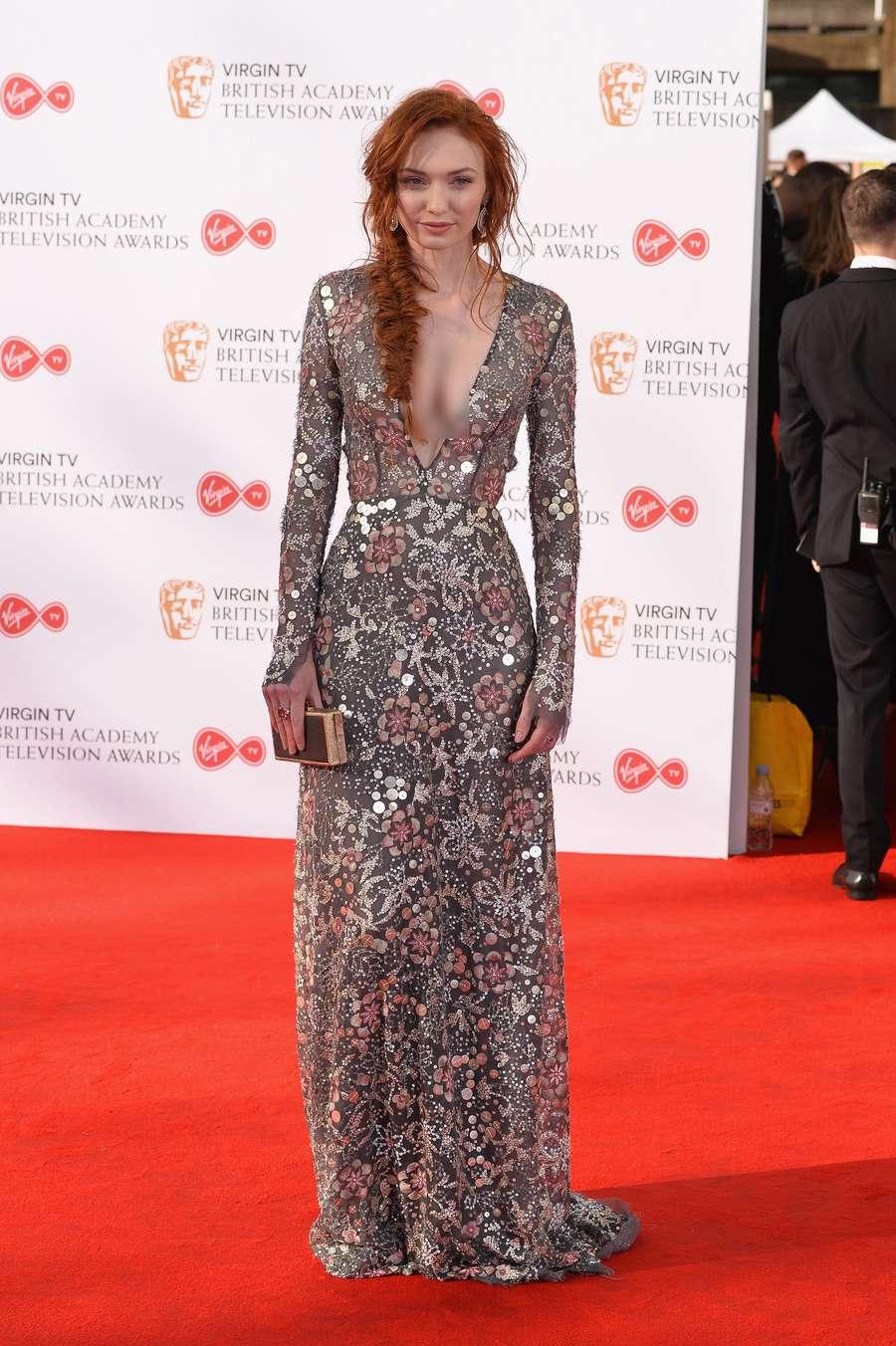 Eleanor Tomlinson Tampil Superseksi di BAFTA Awards