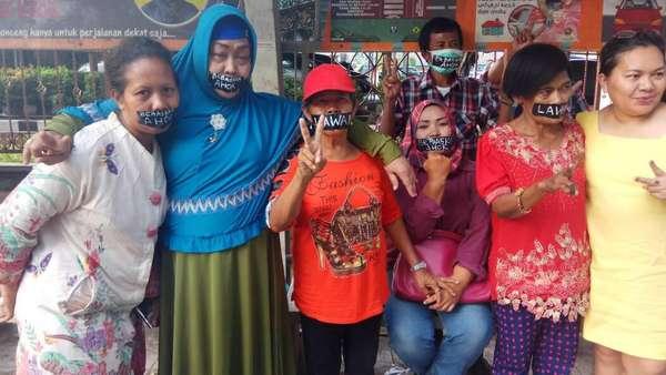 Massa Pendukung Ahok Gelar Aksi Plester Mulut di Mako Brimob