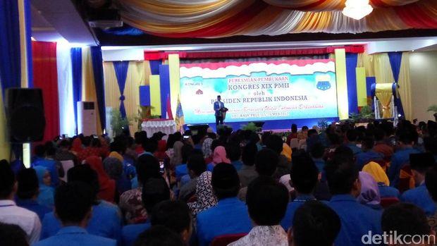 Ketua PB PMII Aminudin Ma'ruf memberikan sambutan.
