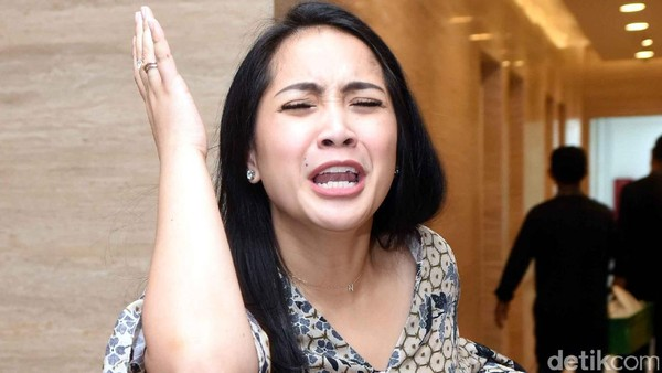 Nagita Geleng-geleng Kepala Raffi Ahmad-Ayu Ting Ting Duet Dadakan