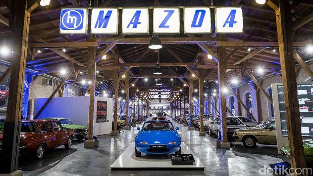 Suasana museum Mazda