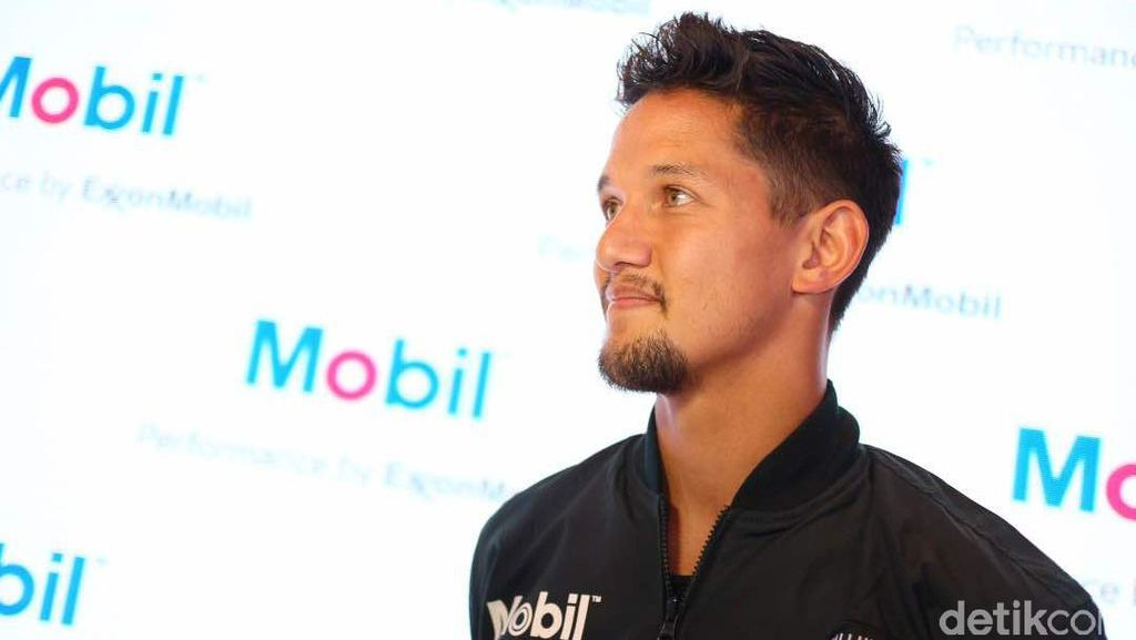 Bali Macet, Irfan Bachdim Lebih Suka Naik Motor