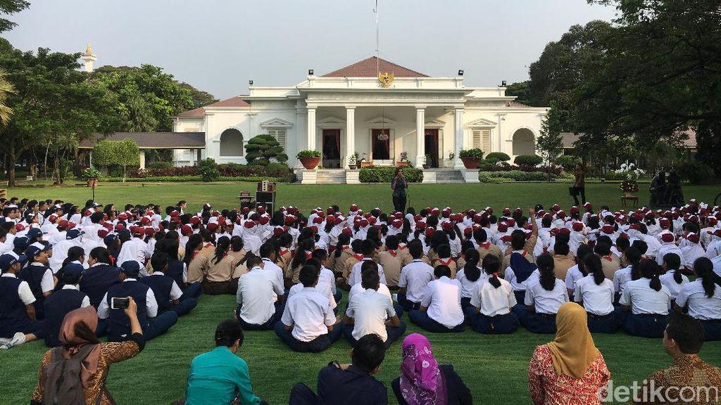 Jokowi Mendongeng untuk Siswa Sekolah di Istana Kepresidenan