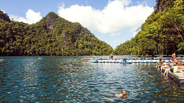 Danau Dayang Bunting menyimpan mitos kesuburan (dok Tourism Malaysia)