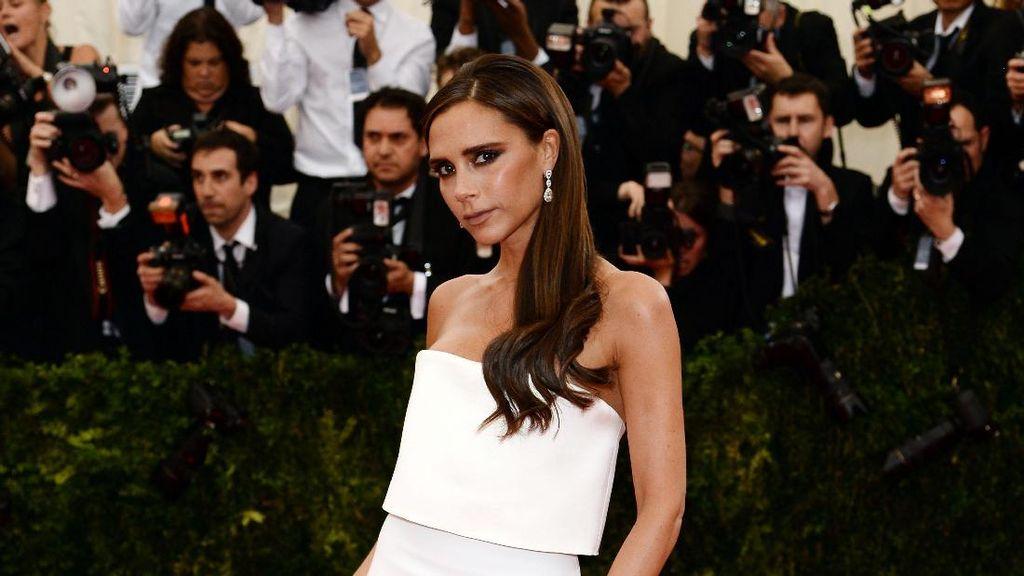 Kekurusan, Lengan Victoria Beckham Disebut Seperti Chicken Wing