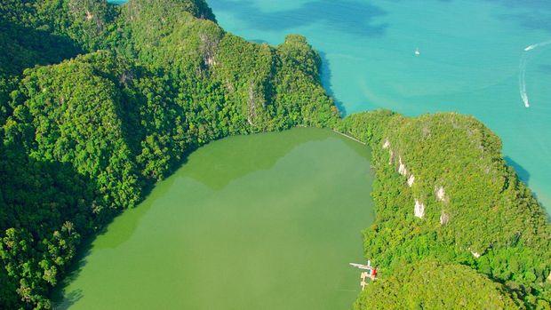 Danau Dayang Bunting dilihat dari atas ketinggian (dok Tourism Malaysia)
