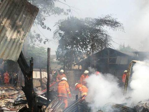Kebakaran di Ciracas, Jakarta Timur.