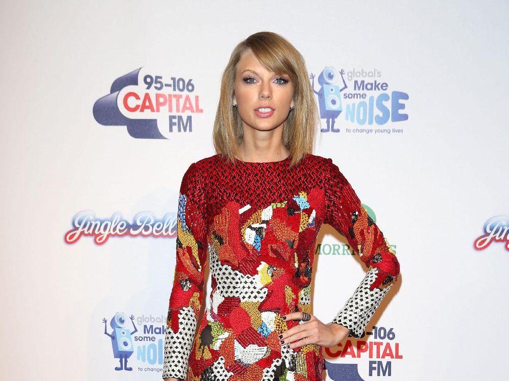 Taylor Swift Beri Kesempatan 100 Penggemar Dengarkan Reputation