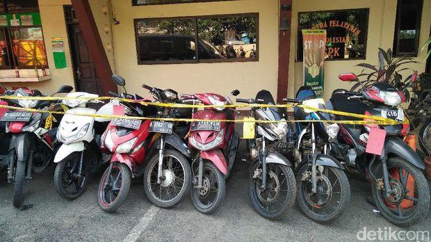 barang bukti sepeda motor yang diamankan polisi