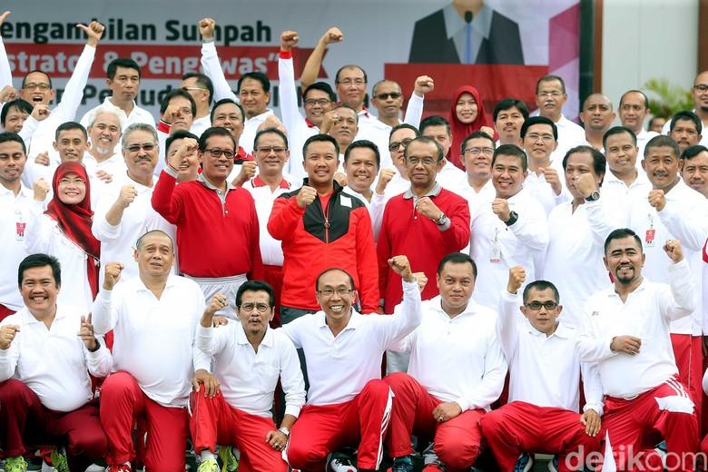 Menpora Lantik Pejabat dengan Kostum Olahraga