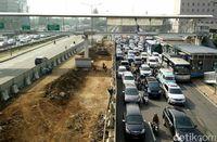 Ada Pembangunan LRT, Lalulintas Kendaraan di MT Haryono Dialihkan