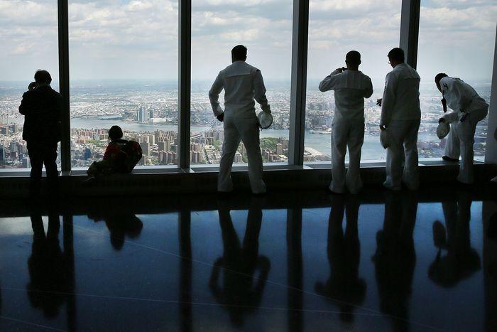 Dari gedung yang dirancang oleh David M Childs dengan 104 lantai ini pengunjung dapat melihat keindahan Kota New York. Spencer Platt/Getty Images.