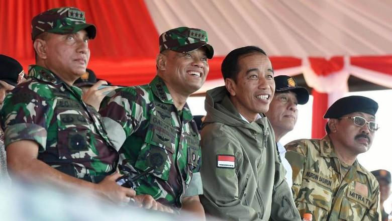 Momen Keakraban Jokowi dengan Panglima TNI