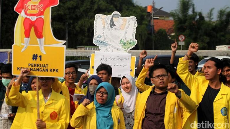 Aksi Mahasiswa Dukung KPK di DPR