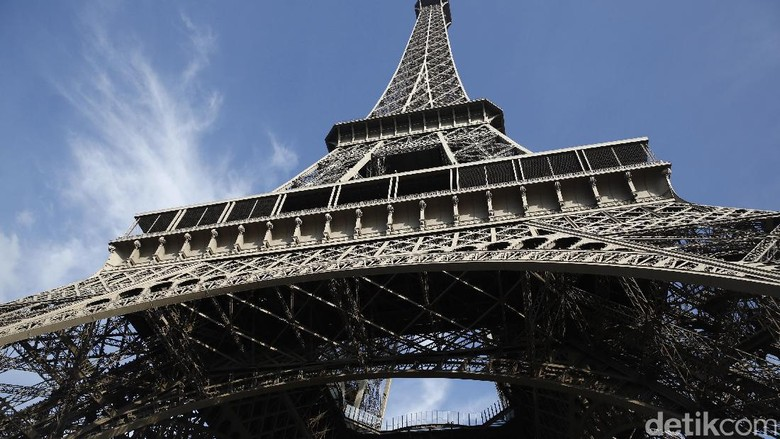 Menara Eiffel (Agung Pambudhy)