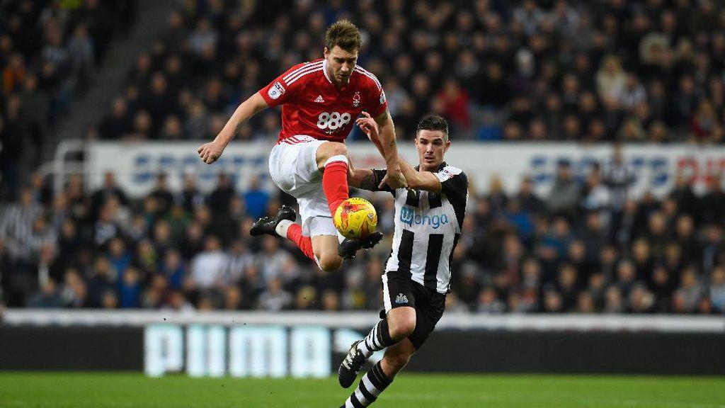 Kisah Terbaru Lord Bendtner: Selamatkan Nottingham Forest dari Degradasi?