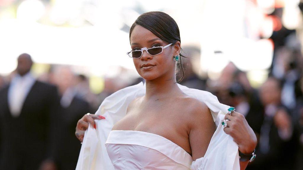 Anting Kecil Rihanna Ini Harganya Rp 3,3 M