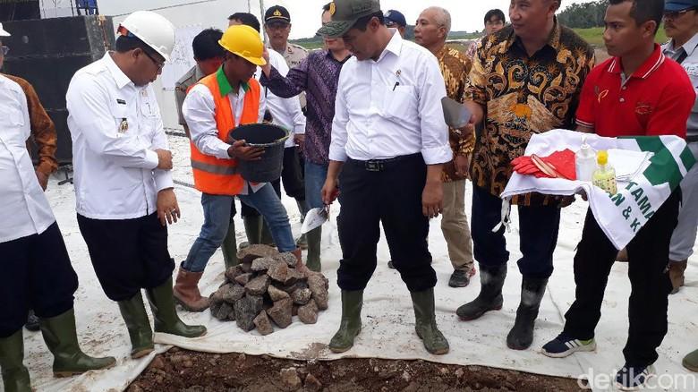 Ke Sumsel, Mentan Groundbreaking Pabrik Gula Tengah Rawa