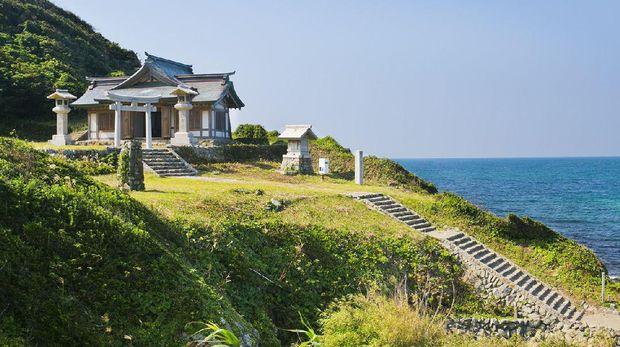 Kuil di Pulau Okinoshima (okinoshima-heritage.jp)