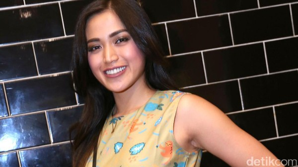 Ayu Ting Ting Dipecat Pesbukers, Apa Kata Jessica Iskandar?