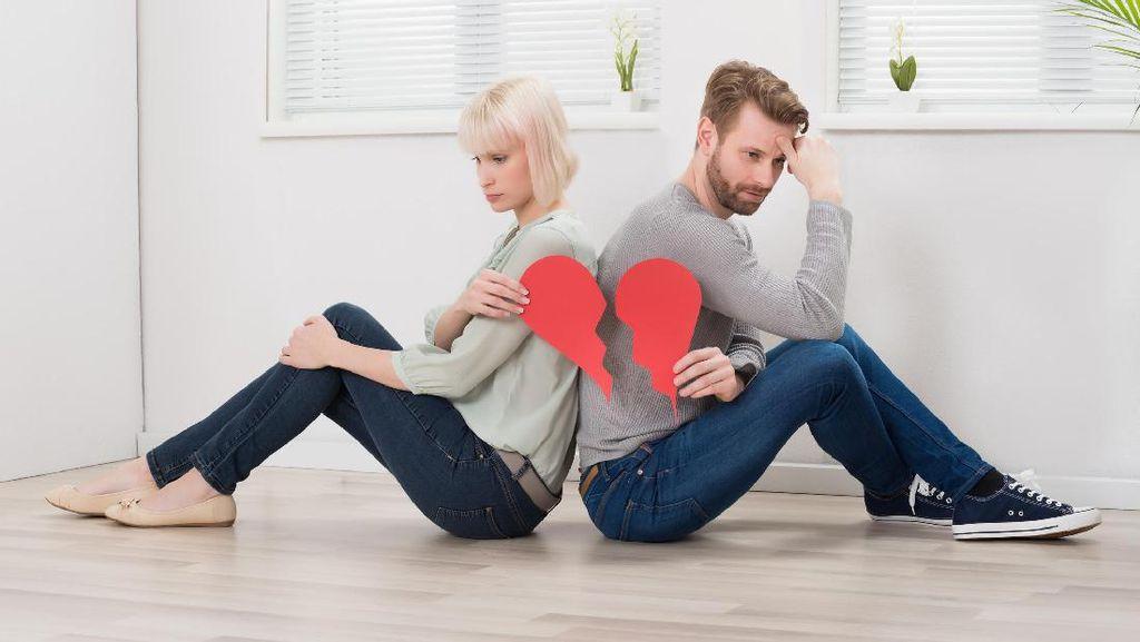 Kisah Suami yang Minta Cerai karena Sang Istri Mandi Setahun Sekali
